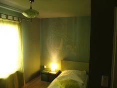 Hotel_room_at_Hotel_Achterbahn,_Munich,_Germany_1